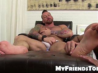 Hugh Hunter getting toe licked while wanking his fat dick