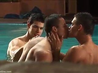 Threesome at bathhouse part 2