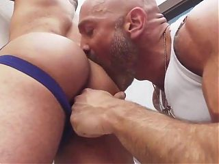 Lorenzo Flexx likes getting fucked